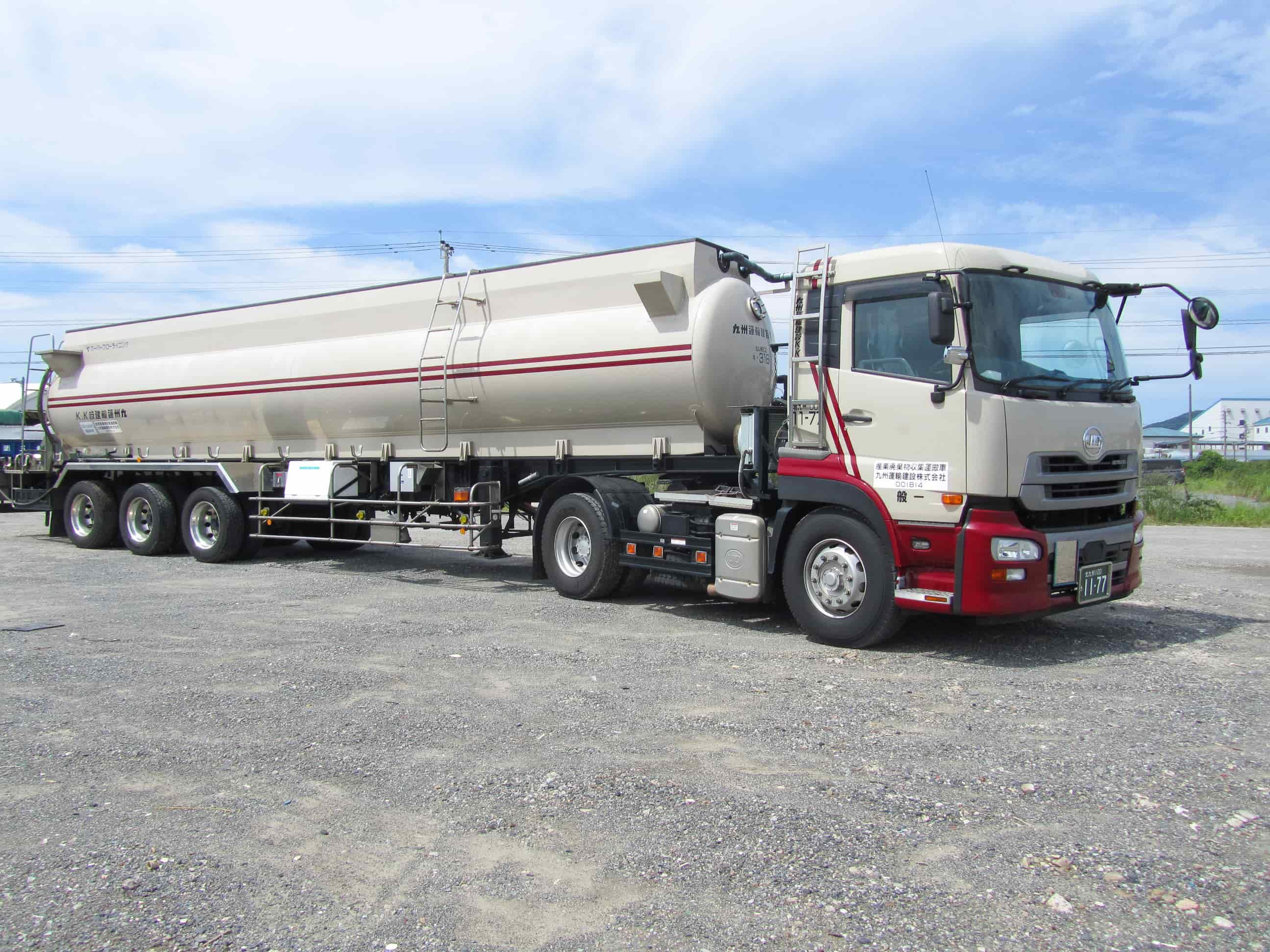 一般貨物運送事業で輸送ニーズに応えるために豊富な車種をとりそろえ。テント倉庫の管理やフォークリフトまでも|九州運輸建設株式会社|北九州市