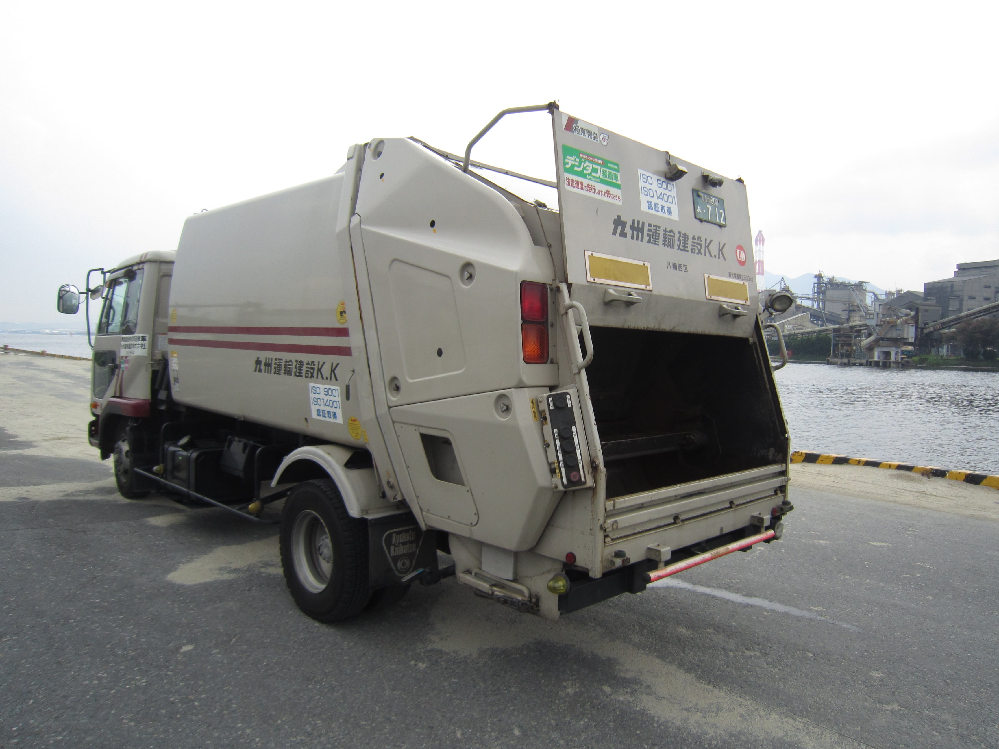 4tパッカー|産業廃棄物収集運搬|九州運輸建設株式会社|北九州市