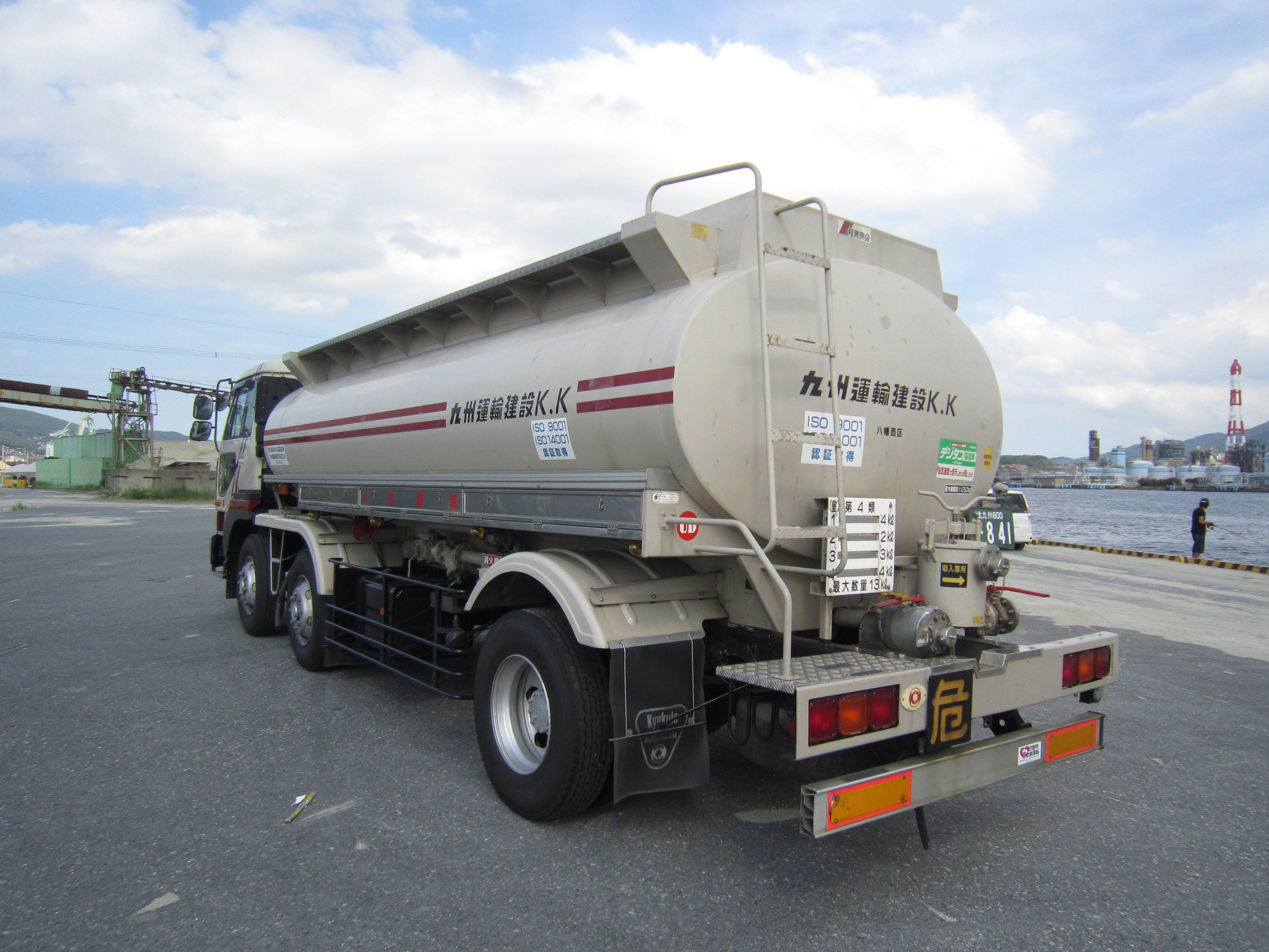 14kl危険物ローリー|産業廃棄物収集運搬|九州運輸建設株式会社|北九州市