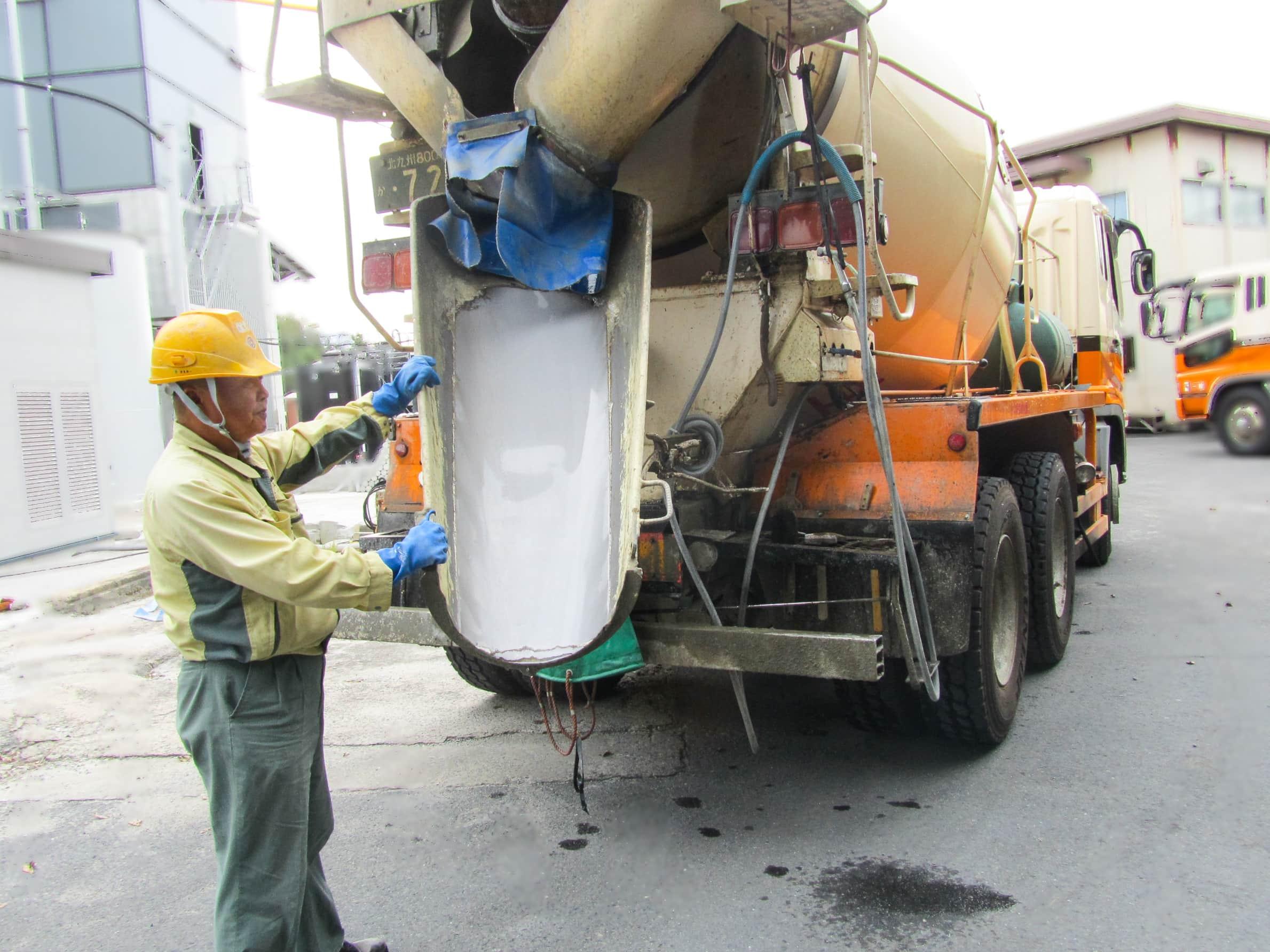 北九州市内および周辺の生コン配送が主業務。ミキサー車運転手 採用情報 九州運輸建設株式会社 北九州市