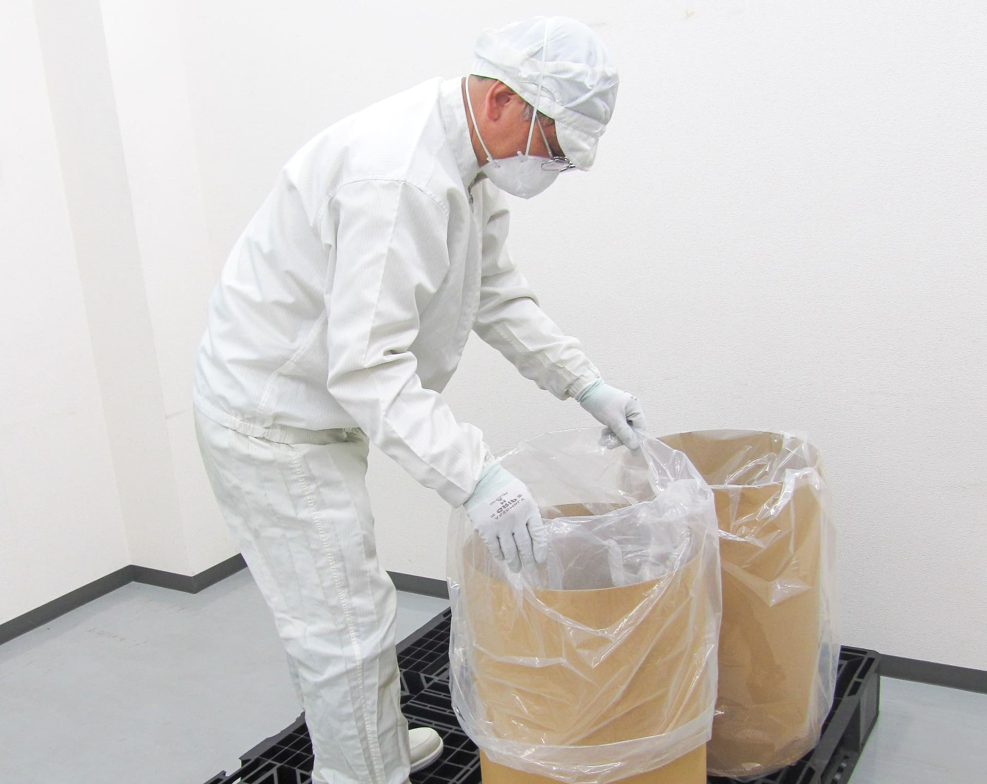 三菱ケミカルでタンクに原料を投入する製品製造作業員 採用情報 九州運輸建設株式会社 北九州市