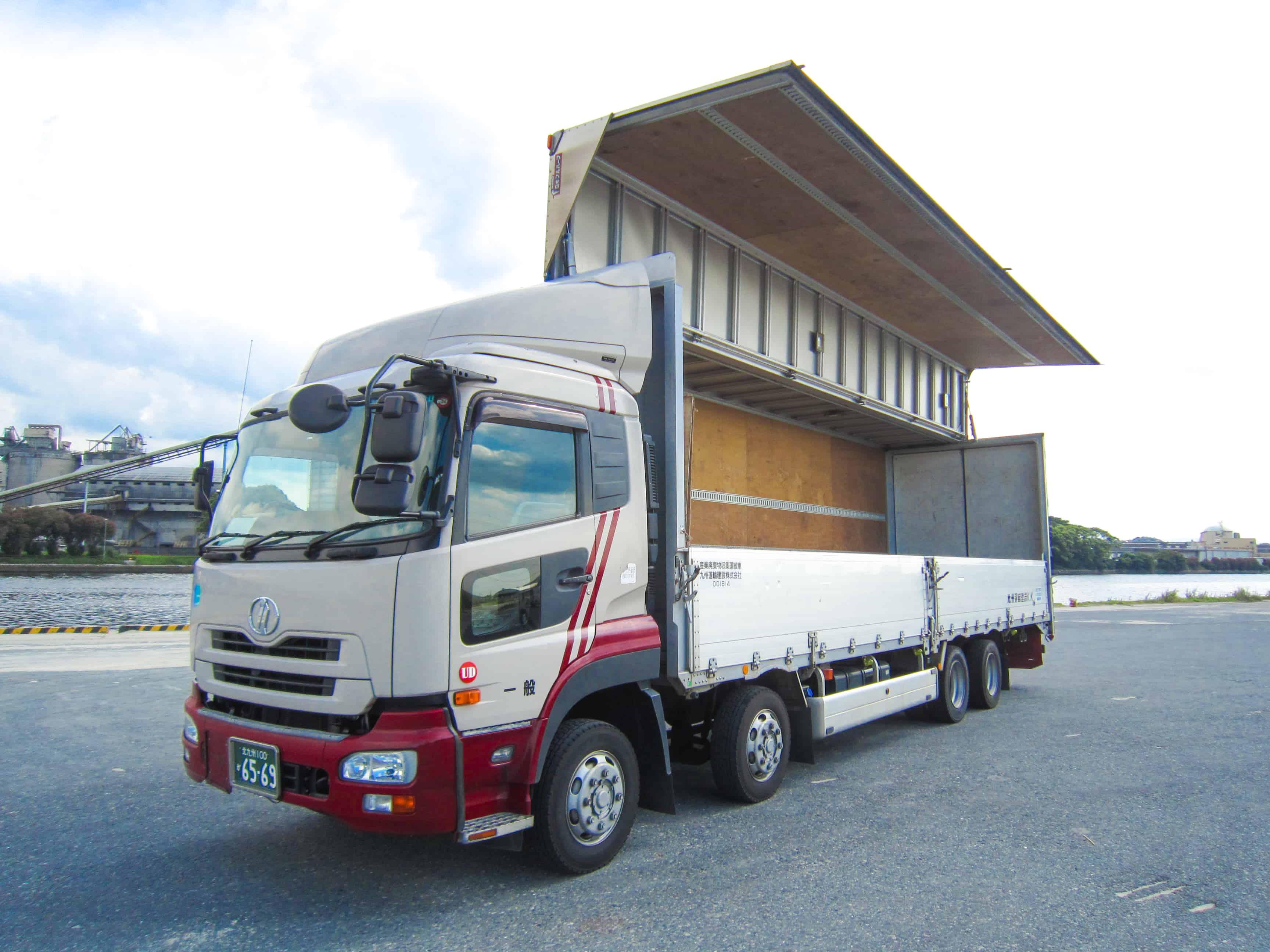 大型車両で九州・広島・岡山周辺の産業廃棄物を回収トレーラーおよび大型運転手|採用情報|九州運輸建設株式会社|北九州市