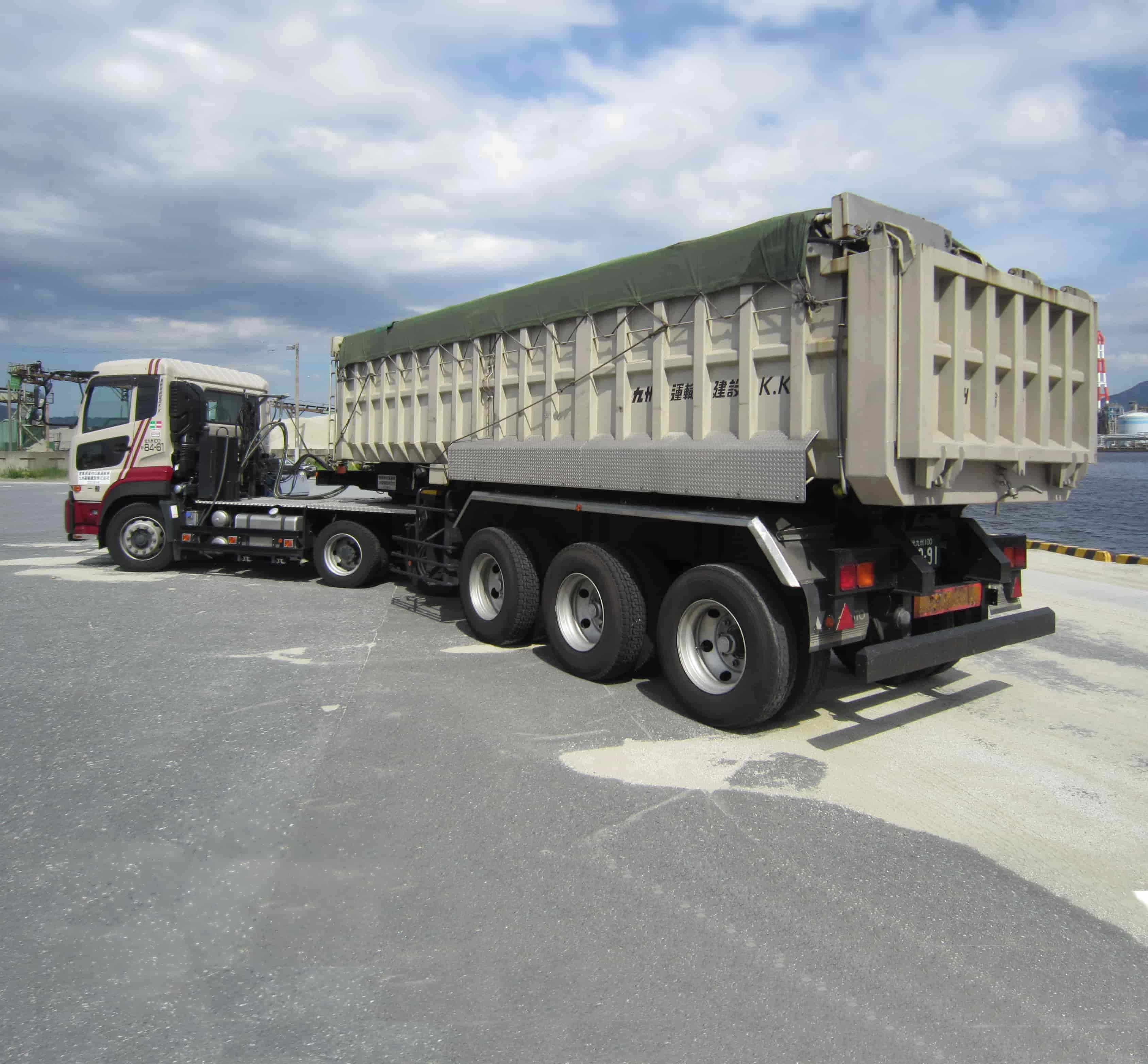 25tセミトレーラーダンプ|産業廃棄物収集運搬|九州運輸建設株式会社|北九州市