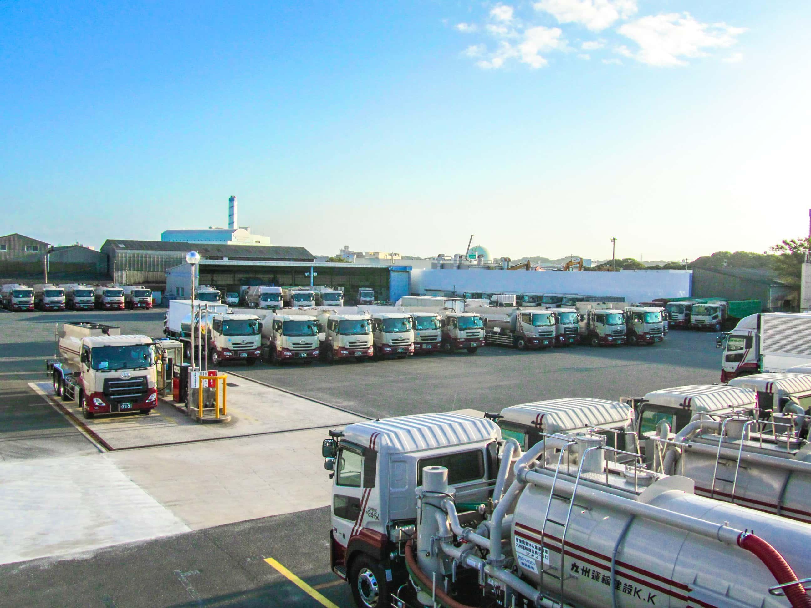 産業廃棄物収集運搬事業で大規模な積替保管施設を用意してお客様のニーズに応える。九州運輸建設株式会社|北九州市