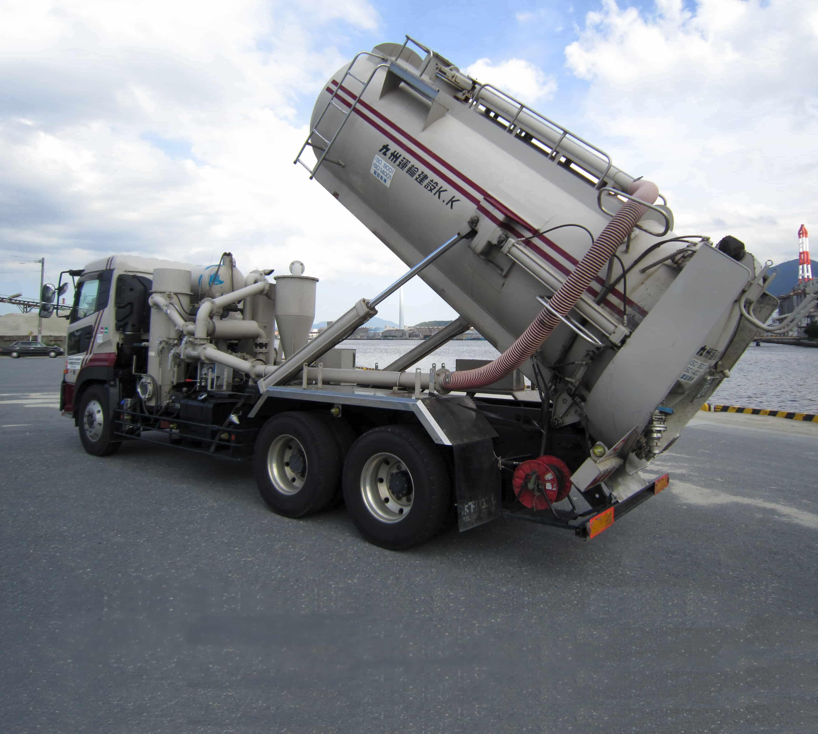 強力吸引者|産業廃棄物収集運搬|九州運輸建設株式会社|北九州市